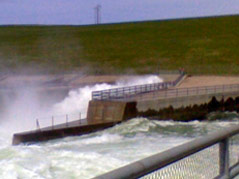 oahe dam north of pierre water into missouri river