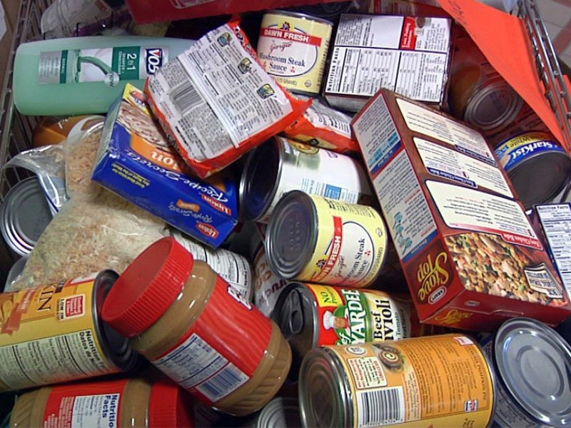 memorial middle school helps food pantry